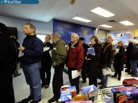 In Canada, lines form as people anxiously pursue international driver's licenses. Photo: Toronto Star